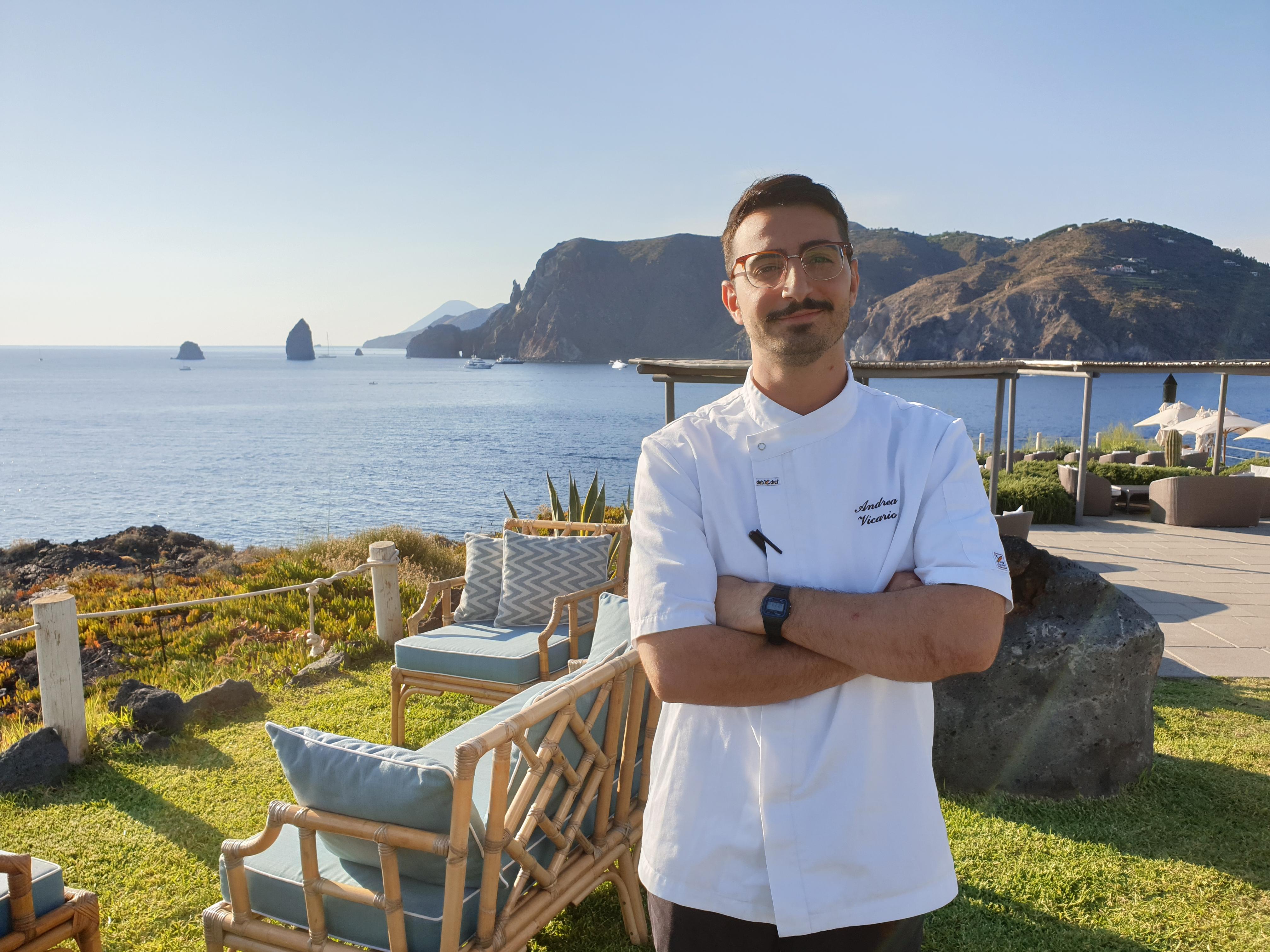 """Andrea Vicario è lo chef di """"Tenerumi"""", il primo ristorante vegetariano delle Eolie"""
