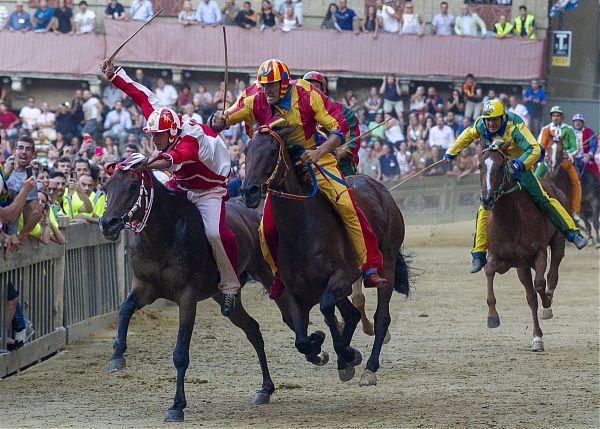 La Selva vince in Palio dell'Assunta a Siena con il cavallo Scosso