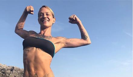 """Asia Argento, il ritorno sui social con muscoli in bella vista """"Sono più forte di prima"""""""