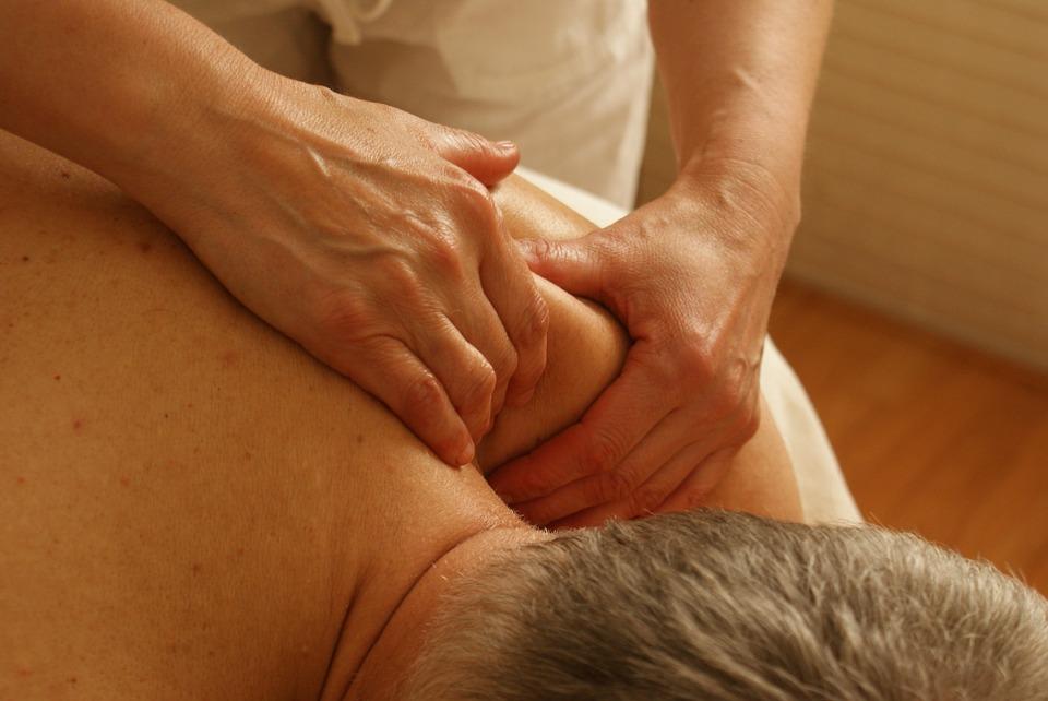 Benessere uomo, trattamenti facili da fare a casa per sentirsi in una spa