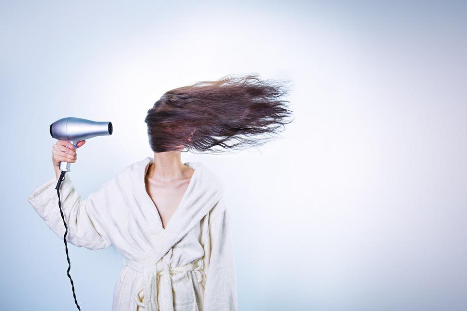 Lavare i capelli senza acqua, 5 metodi veloci ed infallibili