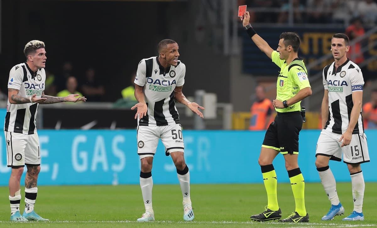 Giudice Sportivo, 3 giornate a De Paul. Cagliari graziato per i cori a Lukaku