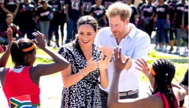 Harry e Meghan in Sudafrica con Archie, balli e musica a Cape Town