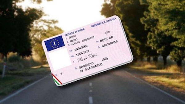 Patenti truccate, tredici indagati a Caserta