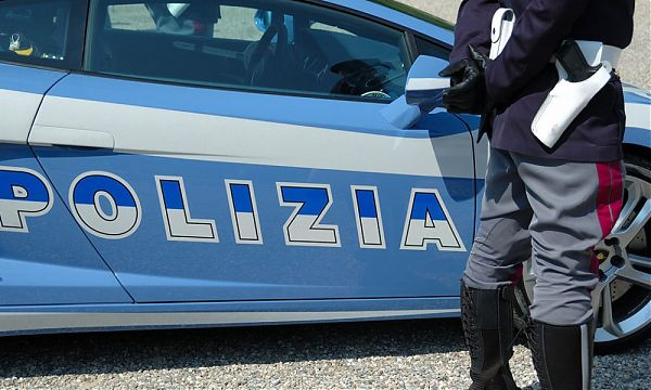 Rapinano e violentano 90enne, arrestati due adolescenti messinesi