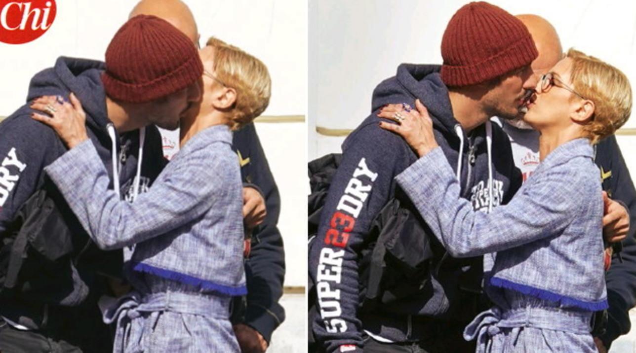 Asia Argento e Andrea Preti pizzicati tra baci e abbracci a Roma