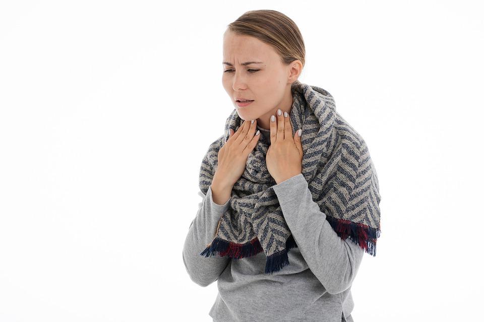 Placche alla gola, cause e rimedi naturali