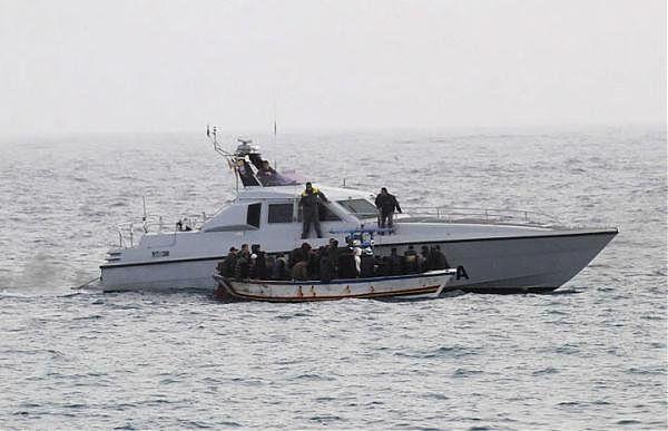 Naufragio di Lampedusa, recuperati altri 7 cadaveri