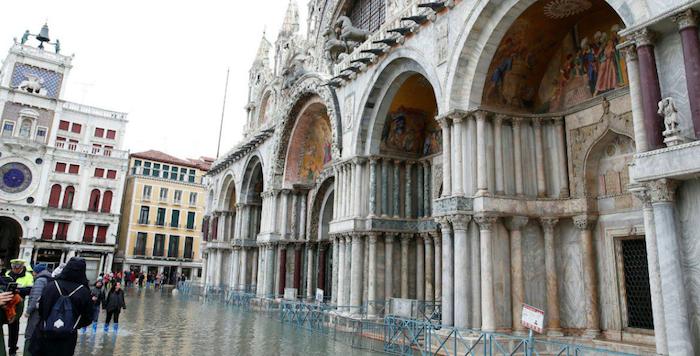 Alta marea a Venezia, picco massimo di 150 centimetri: riaprono le scuole