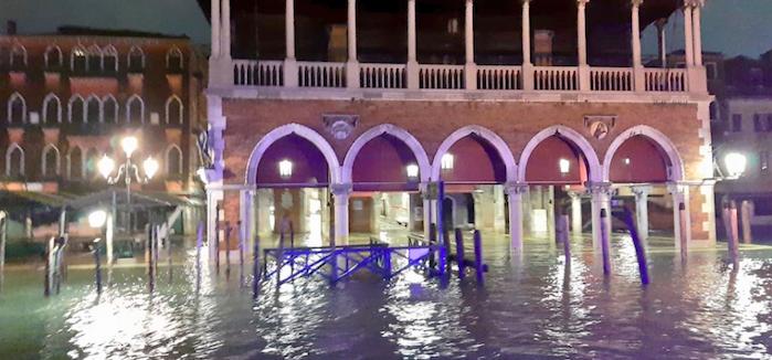 """Acqua alta a Venezia, picco di 187 centimetri: """"Il Governo ci aiuti"""""""
