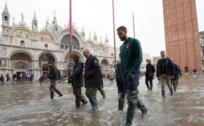 """Azzurri a Piazza San Marco """"Venezia si rialzerà"""""""