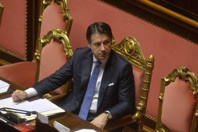 """Conte """"Meno tasse nella Manovra, la maggioranza aiuti me e Gualtieri"""""""