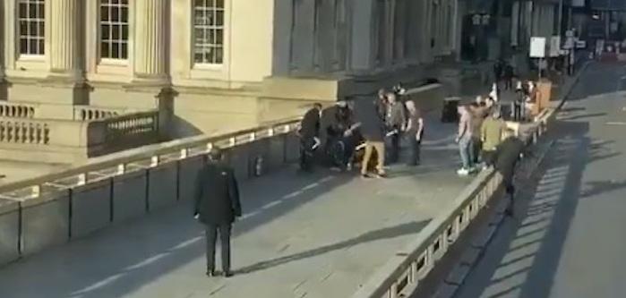 Londra, accoltellamenti sul London Bridge: 3 morti tra cui l'aggressore