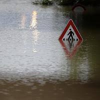 Il maltempo sferza l'Italia, è emergenza fiumi