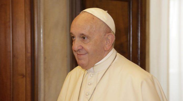 """La messa di Natale di Papa Francesco: """"Dio non è dare-avere, è gratis"""""""