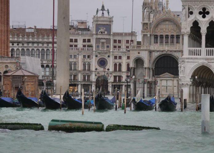 A Venezia atteso nuovo picco della marea, chiusa Piazza San Marco