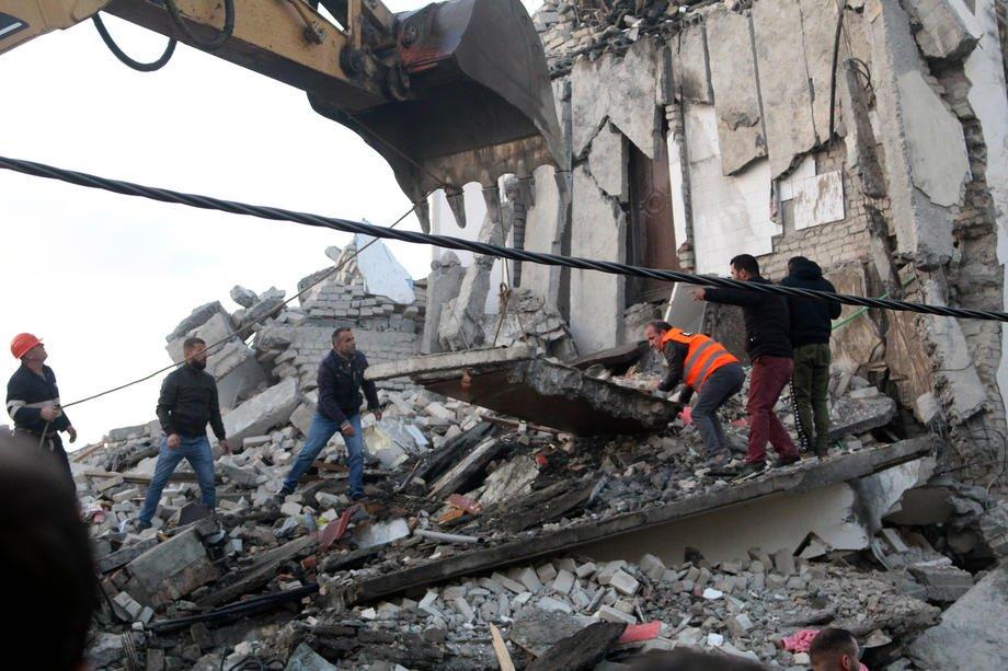 Albania, terremoto di magnitudo 6.5: almeno 20 morti e oltre 600 feriti