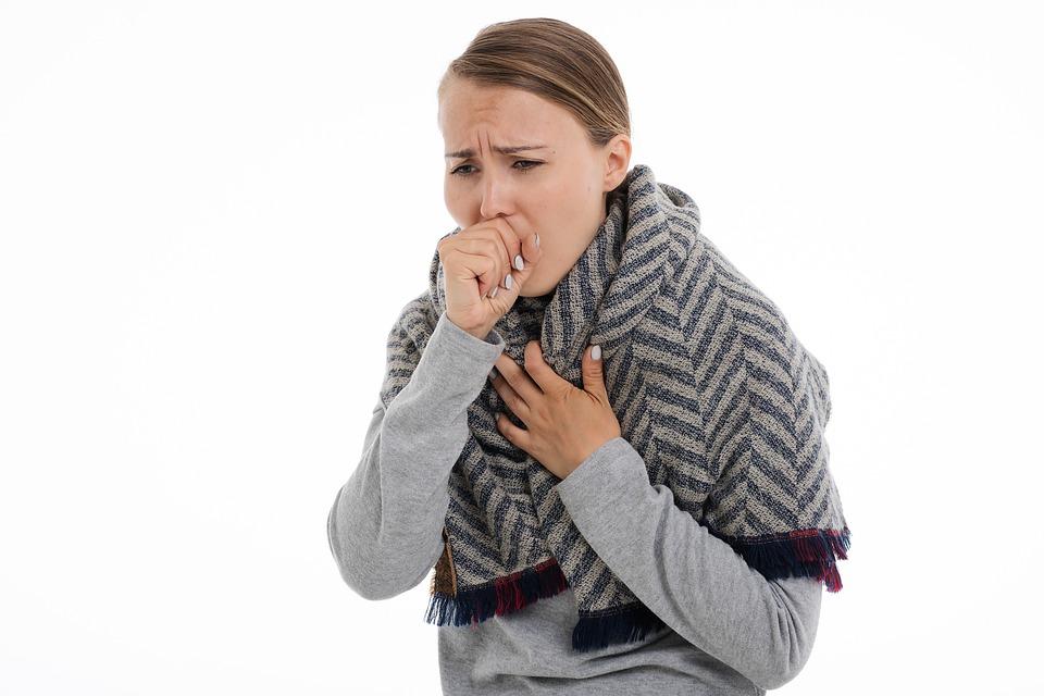 Tosse e mal di gola, cosa mangiare per alleviarli