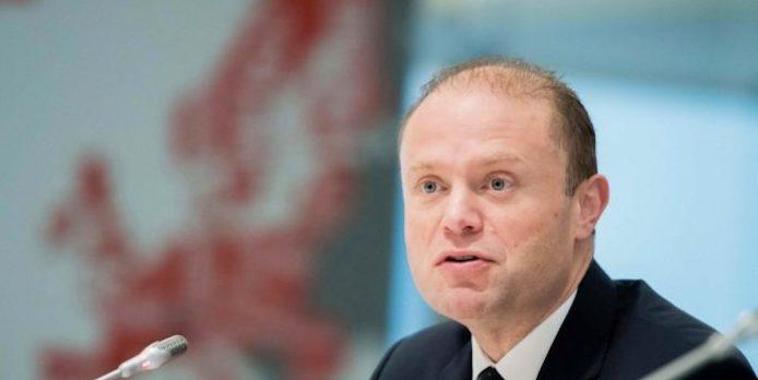 L'Europarlamento chiede le dimissioni del premier maltese Muscat