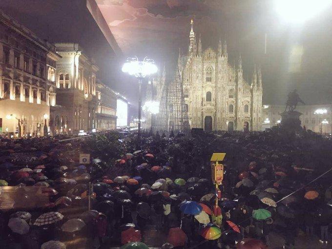 """""""Milano non si Lega"""", le Sardine arrivano a Piazza Duomo"""