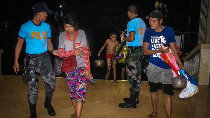 Tifone nelle Filippine, il bilancio è di almeno 16 morti