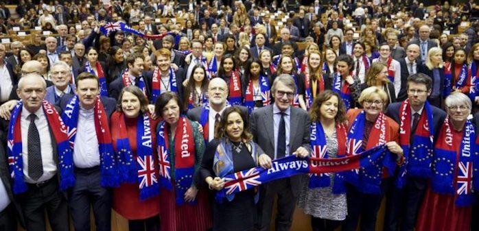 Il Parlamento Europeo dà il via libera all'accordo per la Brexit