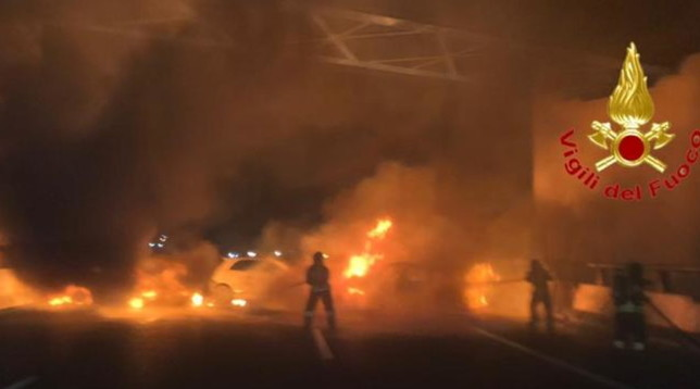 Fallisce assalto a portavalori, inferno di fuoco sulla A1