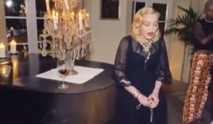 Madonna annulla tappa del suo tour a Lisbona, cammina con bastone