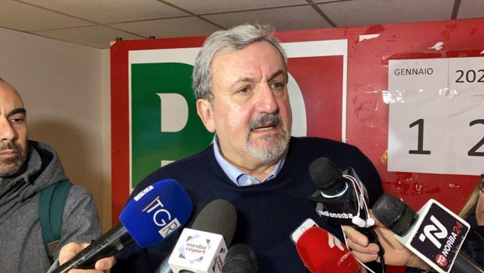 Emiliano vince le primarie in Puglia con il 70%
