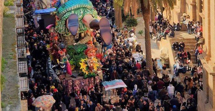 Tragedia al Carnevale di Sciacca, bimbo muore cadendo da un carro