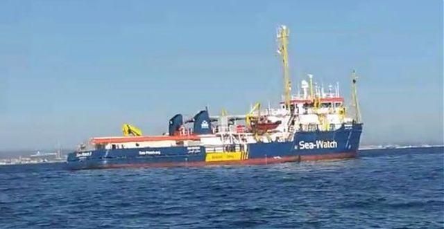A Messina la nave Sea Watch con 194 immigrati a bordo