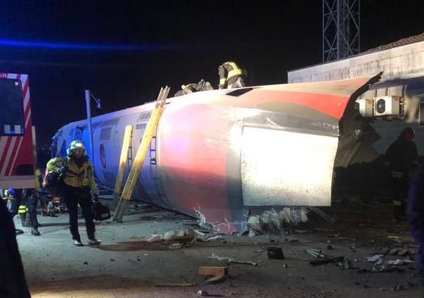 Lodi, deraglia treno ad alta velocità: due morti e diversi feriti