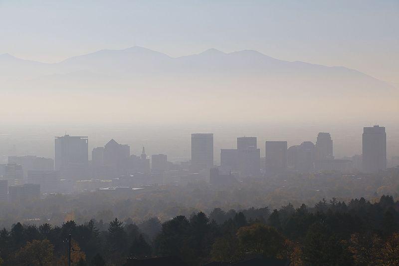 Gli effetti negativi dello smog sulla pelle: come rimediare?