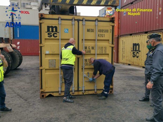 Sequestrate 8 tonnellate di rifiuti speciali al porto di Napoli