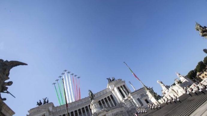 Festa della Repubblica, Mattarella depone corona all'Altare della Patria