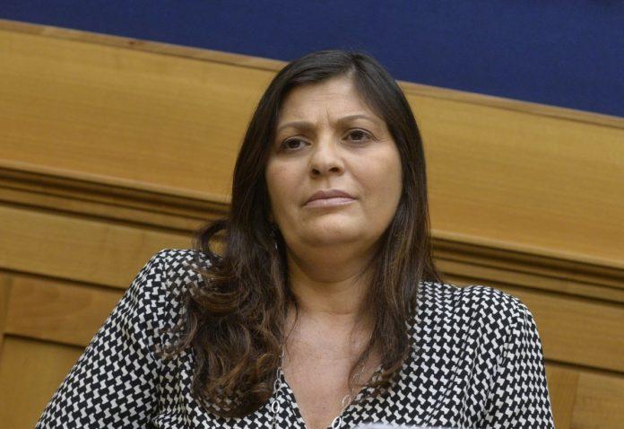 """Migranti, Santelli a Conte """"Governo intervenga o vieterò gli sbarchi"""""""