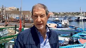 Migranti, Musumeci a Lampedusa visita l'hotspot