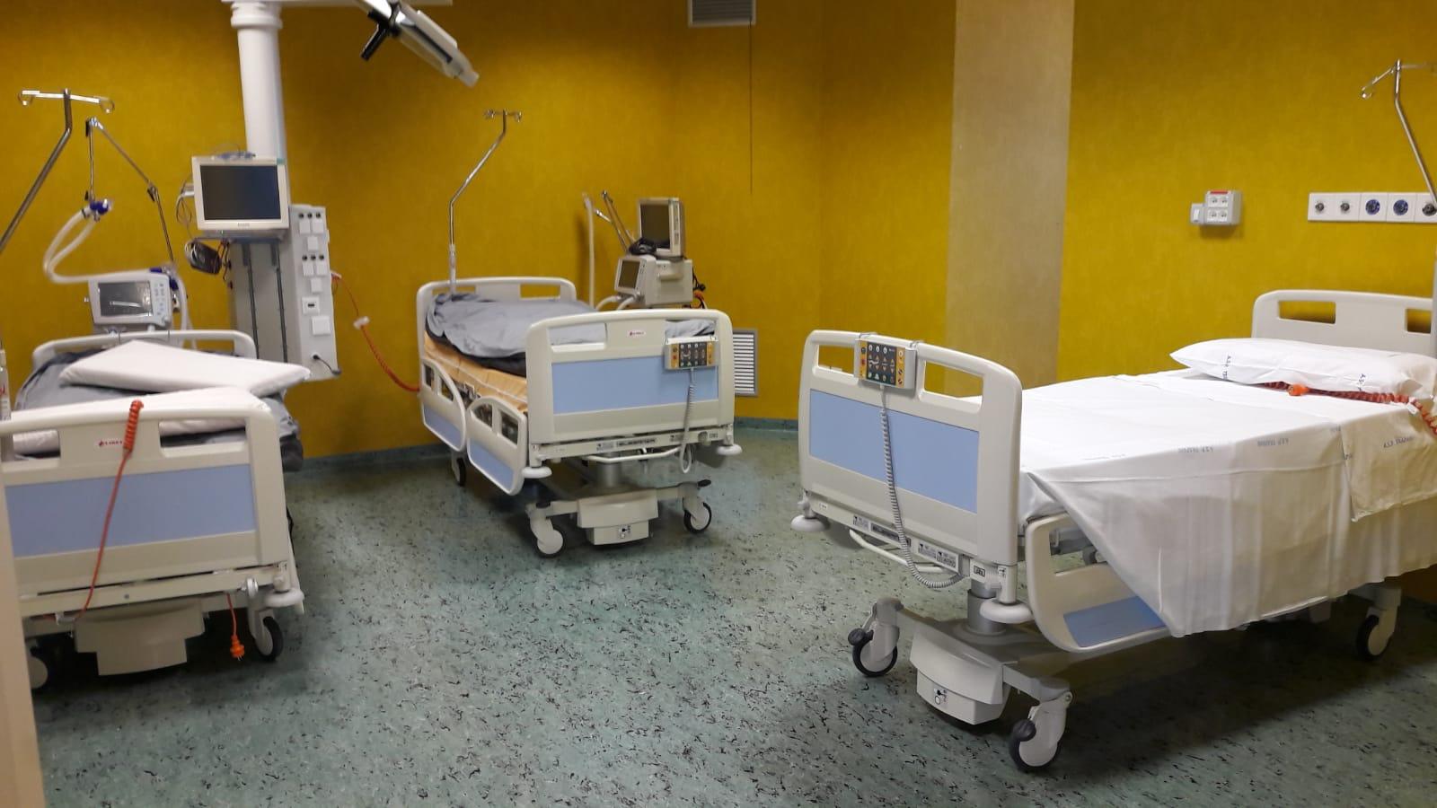 Covid, in Italia più di 900 morti e 23.225 positivi
