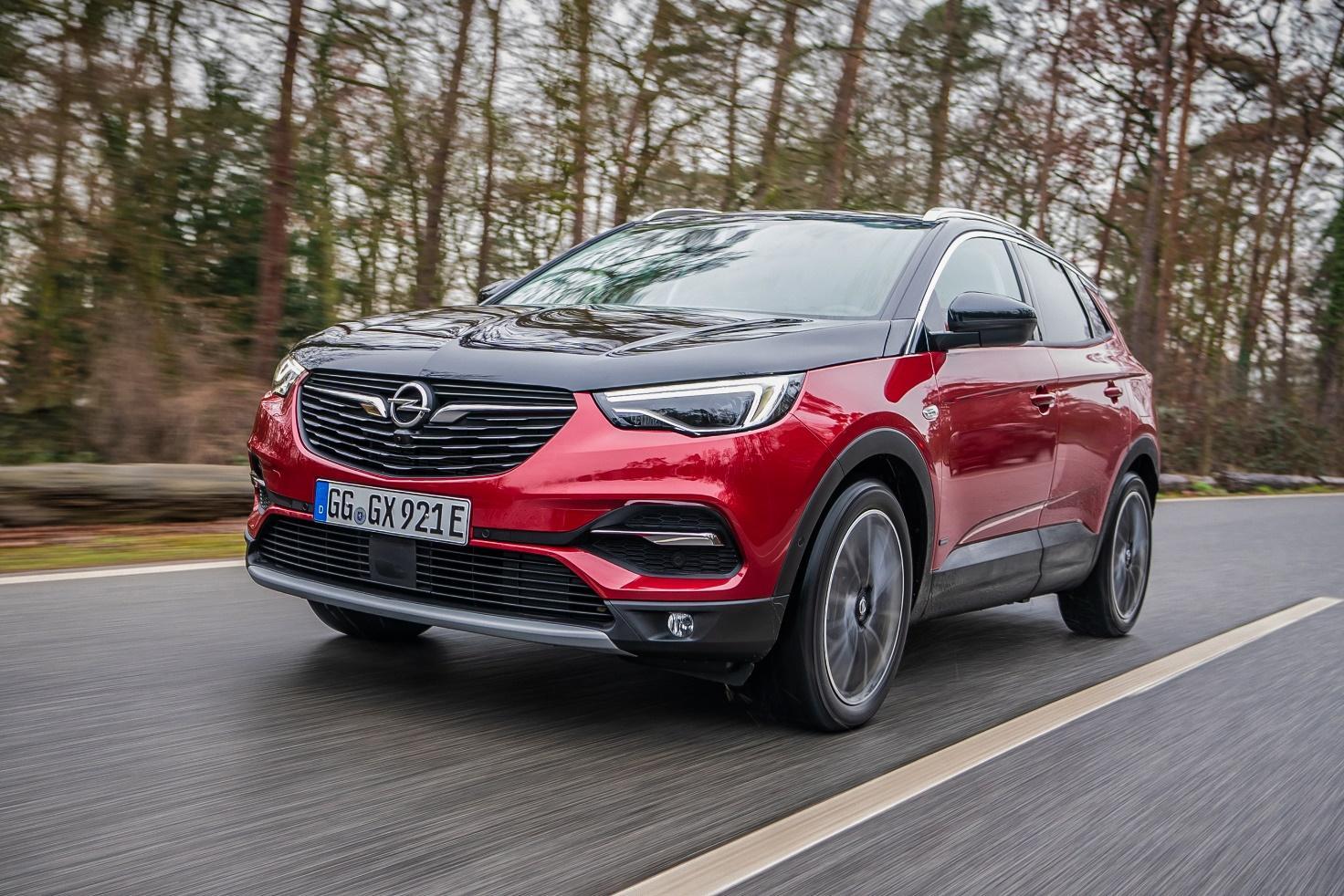 Opel Grandland X Ibrido Plug-In, un SUV ibrido divertente con consumi prossimi allo zero