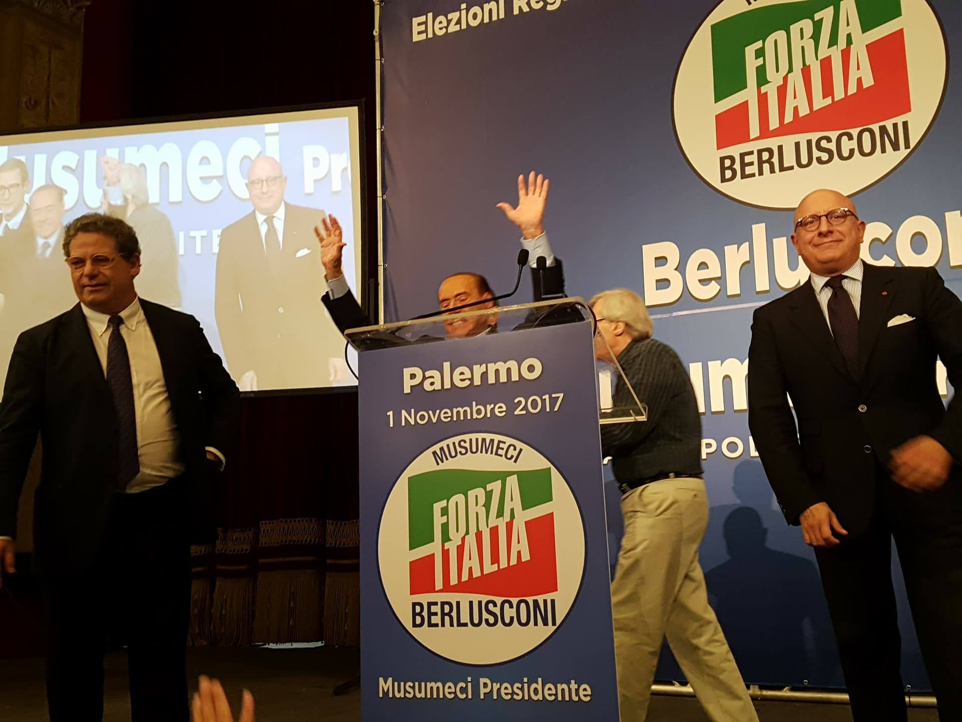 L'intervista, 2 novembre: Costanzo con Silvio Berlusconi. Stralci intervista
