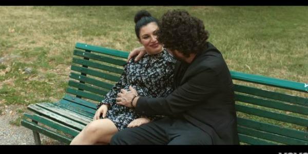 L'amore mi perseguita, Giusy Ferreri mostra il pancione nel video con Zampaglione