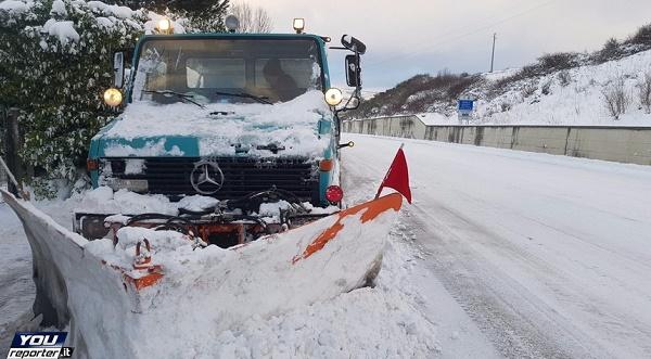Meteo, neve e gelo stringono nella morsa le Marche