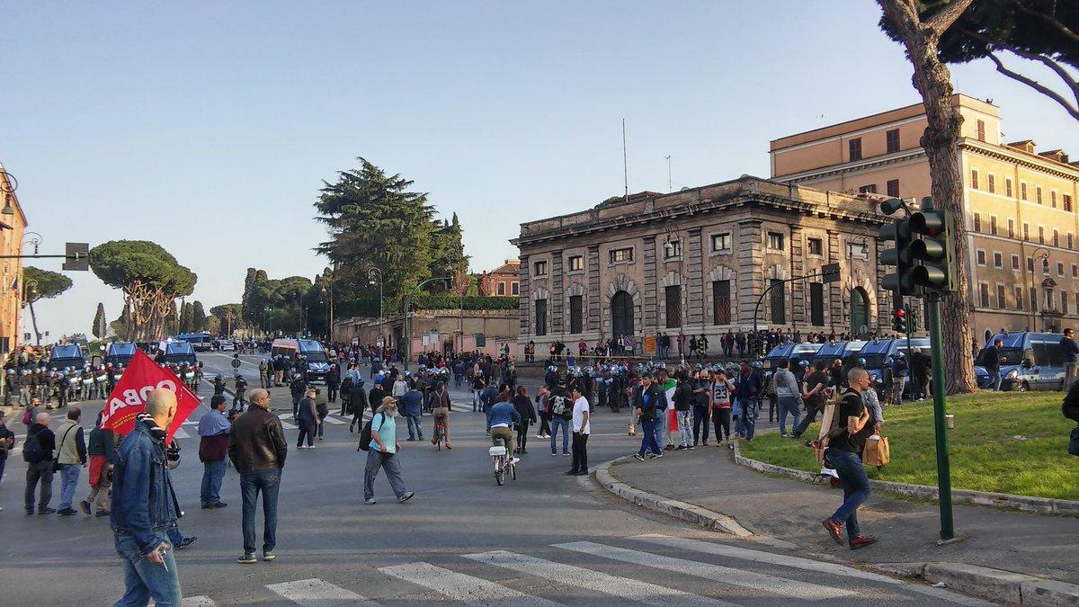 Polizia coprteo roma 2