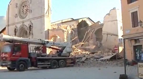 Scossa di magnitudo 6.5 vicino Norcia. Distrutta la cattedrale